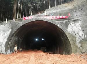 好消息!瓦屋山旅游快速通道首座隧道贯通!